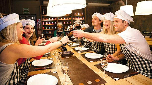 A gastronomia pode ser usada também como ferramenta para criar sensações positivas no público-alvo. Esta opção é bastante utilizada por diferentes segmentos dos negócios